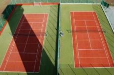 Tenisové a multifunkční hřiště
